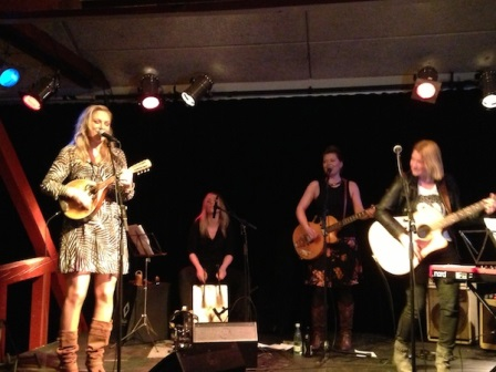 Nanna Larsen & The Mulligans - lille